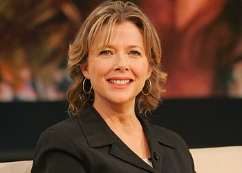 ANNETTE BENING HONORED WITH ARTPIECE BY DAVID LEASER